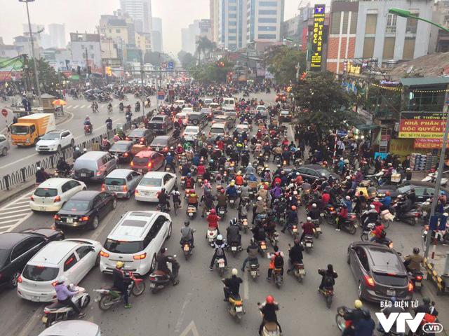 Từ năm 2030, Hà Nội dừng hoạt động xe máy: Sớm hay muộn? - Ảnh 2.