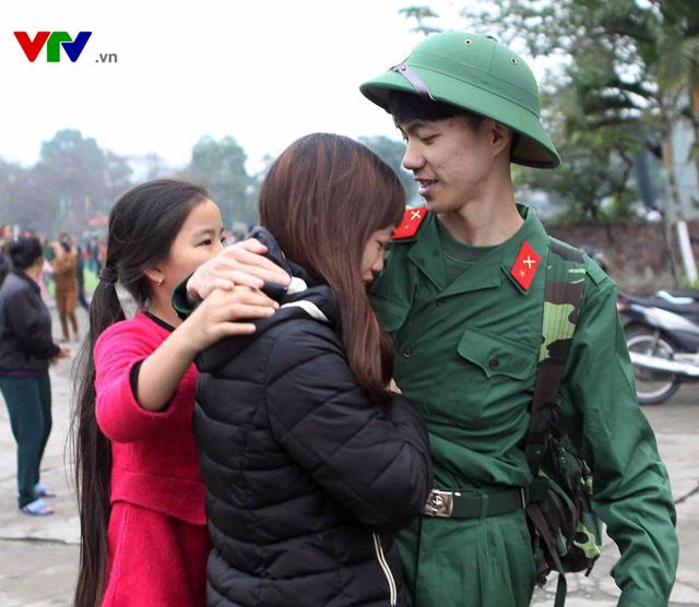 Gần 3.000 tân binh xứ Nghệ hăng hái lên đường nhập ngũ - Ảnh 5.