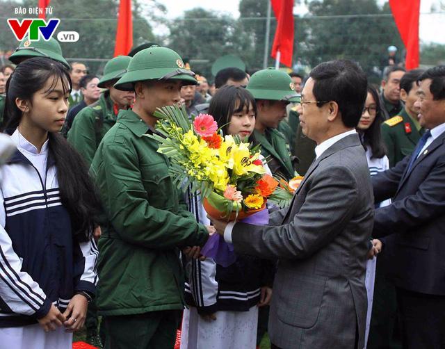 Gần 3.000 tân binh xứ Nghệ hăng hái lên đường nhập ngũ - Ảnh 3.