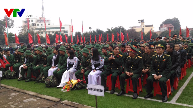 Gần 3.000 tân binh xứ Nghệ hăng hái lên đường nhập ngũ - Ảnh 2.