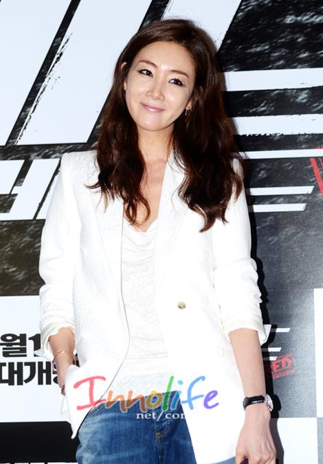 Choi Ji Woo lọt Top sao ăn mặc sành điệu nhất xứ Hàn - Ảnh 8.