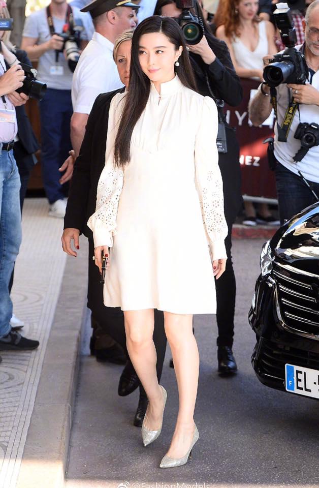 Không diện váy long bào, Phạm Băng Băng vẫn đẹp thoát tục trong ngày đầu ở Cannes - Ảnh 8.