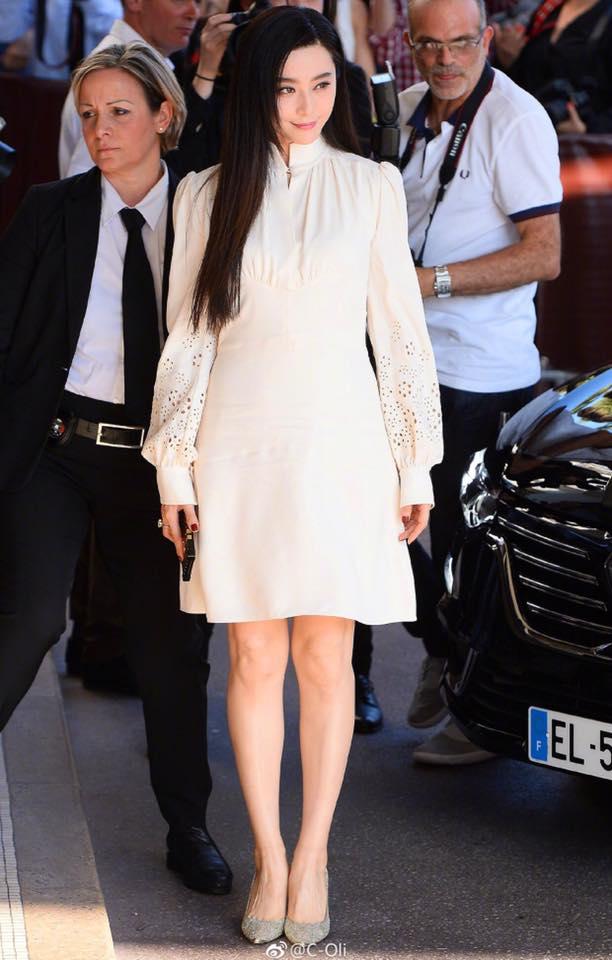 Không diện váy long bào, Phạm Băng Băng vẫn đẹp thoát tục trong ngày đầu ở Cannes - Ảnh 7.