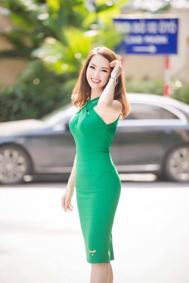 Soi gu thời trang thanh lịch và quyến rũ của Á hậu Thụy Vân - Ảnh 5.