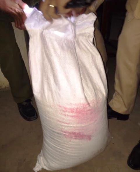 Thanh Hóa: Bắt giữ vụ vận chuyển 50kg thuốc nổ, 30 kíp nổ - Ảnh 1.