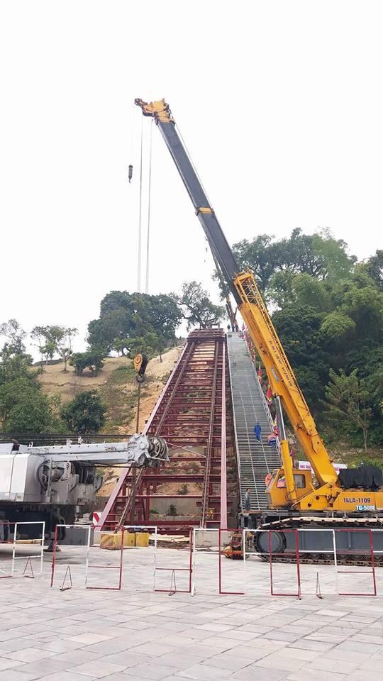 Di dời tượng Đức Ông nặng 40 tấn lên đồi cao 62m ở Quảng Ninh - Ảnh 1.