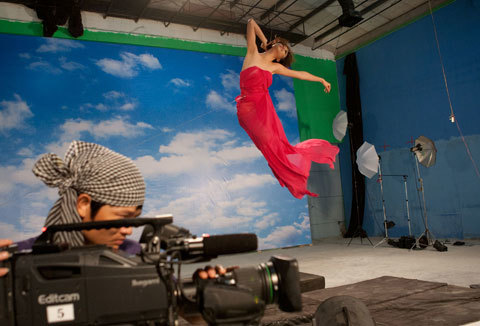 Thót tim những màn phiêu trên không trung của 8 mùa Vietnams Next Top Model - Ảnh 1.