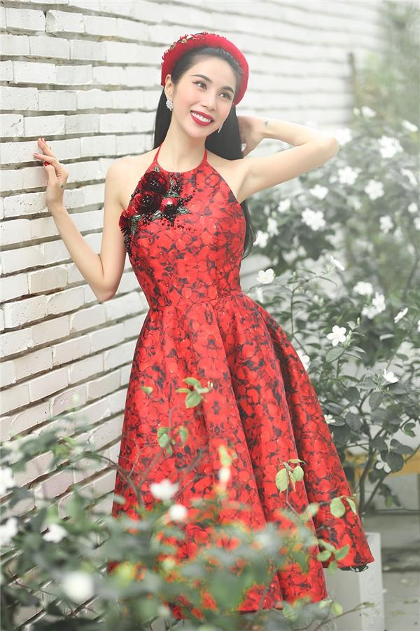 Thủy Tiên đẹp mê đắm trong sắc đỏ nồng nàn - Ảnh 5.
