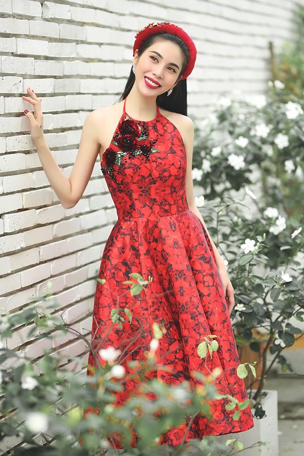 Thủy Tiên đẹp mê đắm trong sắc đỏ nồng nàn - Ảnh 7.