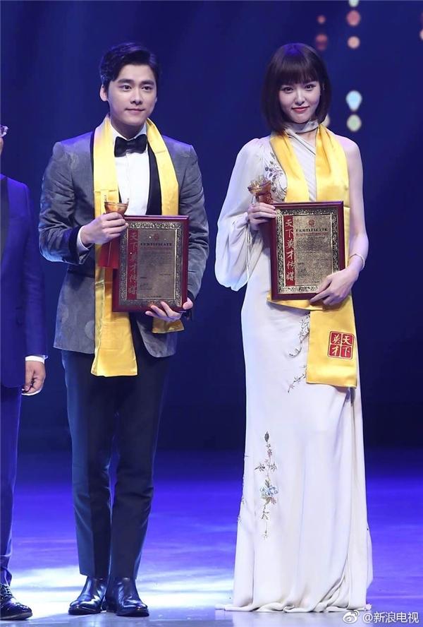 Đường Yên vượt mặt đàn chị tỏa sáng tại lễ trao giải Hoa đỉnh lần thứ 22 - Ảnh 2.