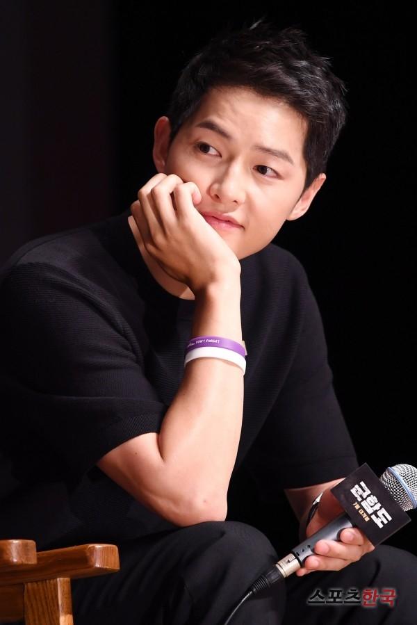 Rụng tim với màn đọ sắc khó phân định thắng thua giữa Song Joong Ki và So Ji Sub - Ảnh 4.