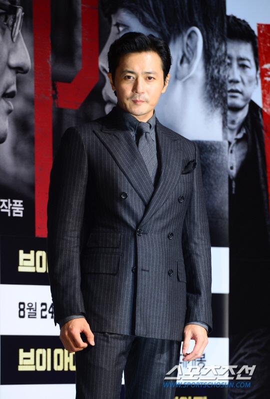 Quý ông U50 Jang Dong Gun khoe vẻ lịch lãm, đánh bật đàn em Lee Jong Suk - Ảnh 4.