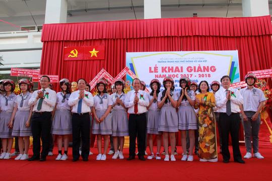 PTTg Trương Hòa Bình dự Lễ khai giảng trường THPT Võ Văn Kiệt (TP.HCM) - Ảnh 1.