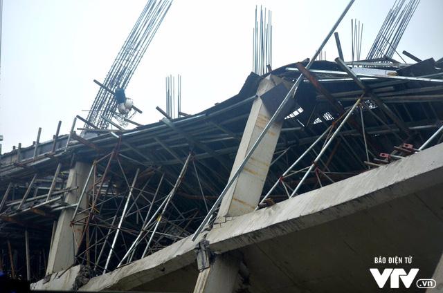 Hiện trường vụ đổ sập công trình trường mầm non Vườn Xanh ở Mỹ Đình - Ảnh 3.