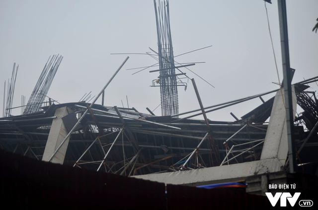 Hiện trường vụ đổ sập công trình trường mầm non Vườn Xanh ở Mỹ Đình - Ảnh 4.