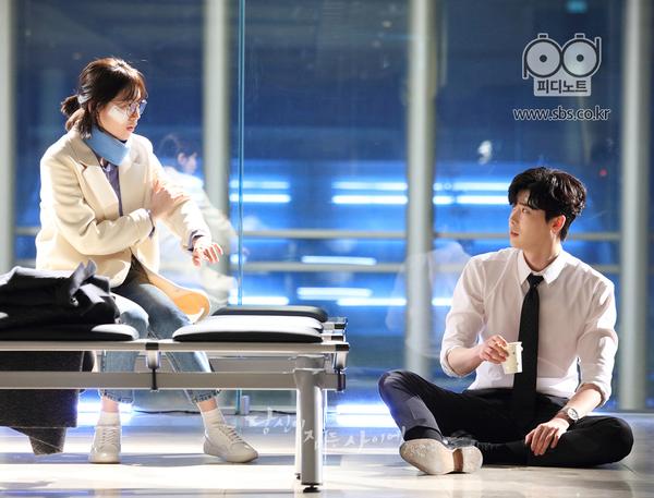 Suzy và Lee Jong Suk cứ tình tứ như vậy, bảo sao fan Khi nàng say giấc không phát mê - Ảnh 4.