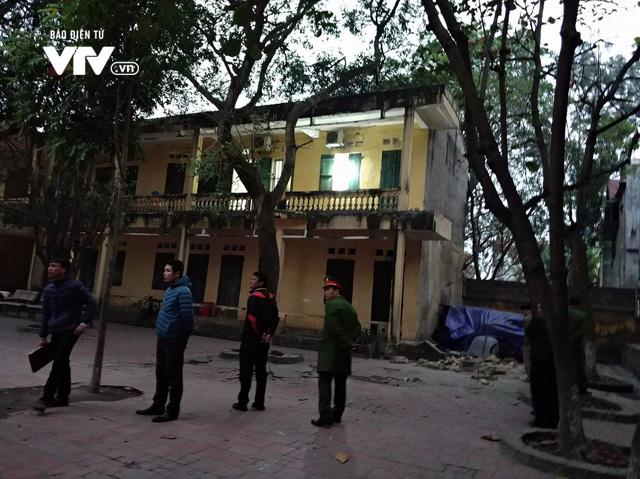 Hiện trường sập lan can trường tiểu học ở Bắc Ninh, 13 trẻ nhập viện - Ảnh 11.