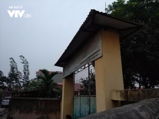 Hiện trường sập lan can trường tiểu học ở Bắc Ninh, 13 trẻ nhập viện - Ảnh 1.