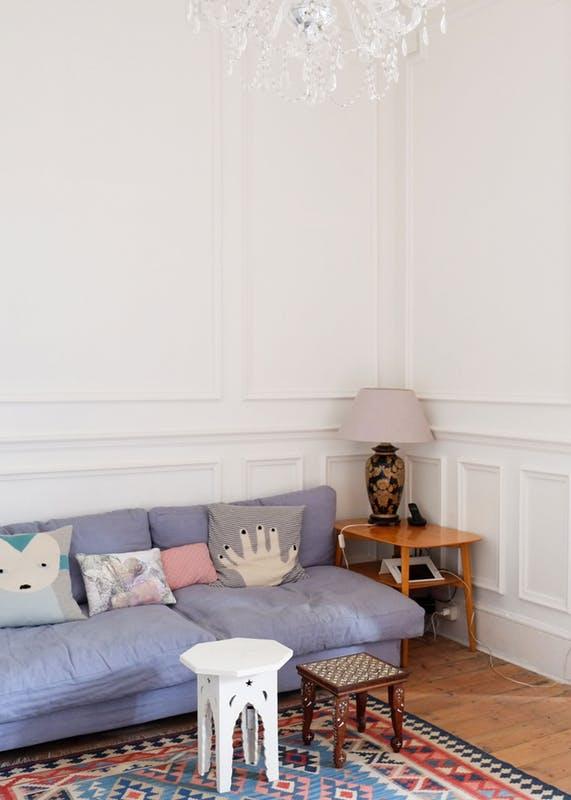 Căn nhà có khoảng sân xinh xắn và không gian màu pastel nhẹ nhàng - Ảnh 5.
