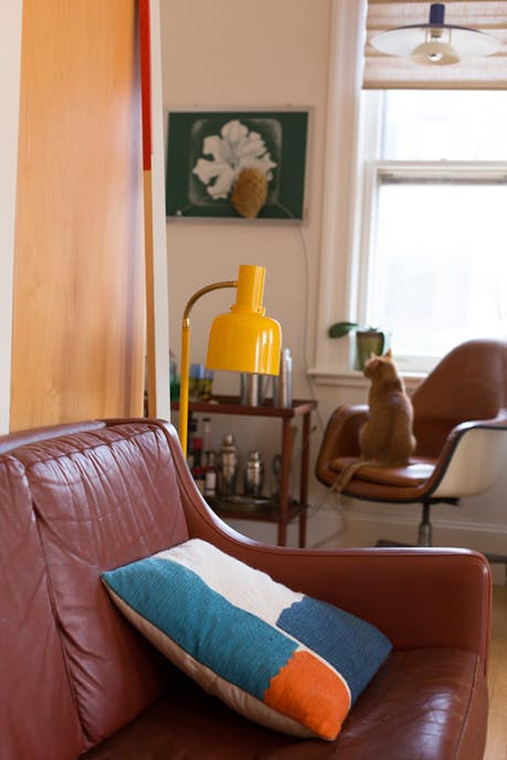 Mê mẩn căn hộ studio nhỏ xinh với nội thất toàn bằng gỗ - Ảnh 3.