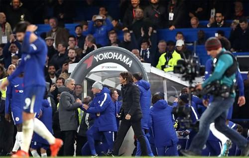 Dư âm đại chiến Chelsea - Man Utd: Conte giải thích lý do không bắt tay Mourinho - Ảnh 1.