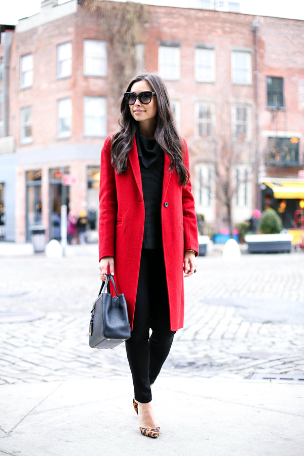 Gam màu đỏ nổi bật cho trang phục ngày Tết - Ảnh 1.