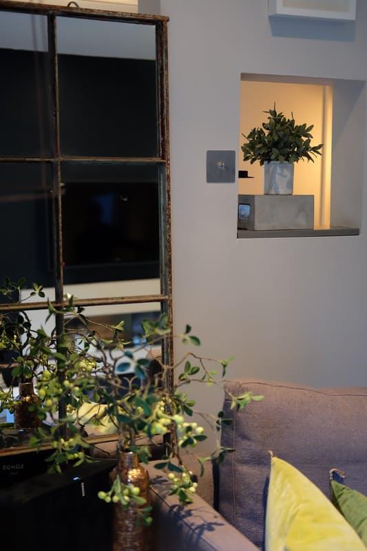 Những điểm nhấn xóa tan nét ảm đạm cho căn hộ màu xám - Ảnh 4.