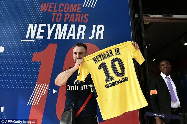 CHÙM ẢNH: Neymar ra mắt Paris Saint-Germain - Ảnh 13.