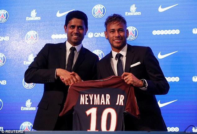 CHÙM ẢNH: Neymar ra mắt Paris Saint-Germain - Ảnh 10.