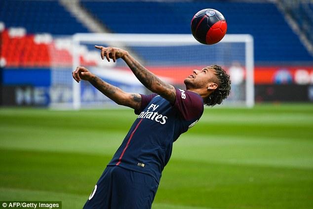 CHÙM ẢNH: Neymar ra mắt Paris Saint-Germain - Ảnh 7.