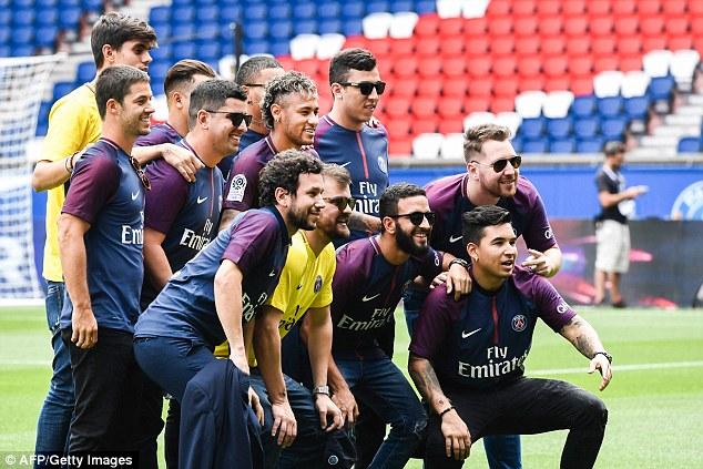 CHÙM ẢNH: Neymar ra mắt Paris Saint-Germain - Ảnh 8.