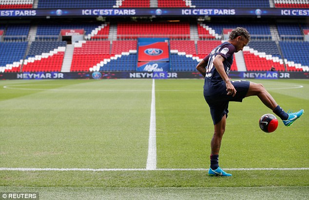 CHÙM ẢNH: Neymar ra mắt Paris Saint-Germain - Ảnh 6.