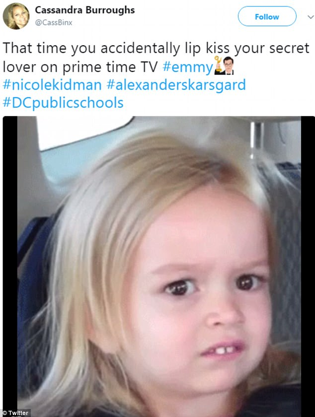 Nụ hôn dậy sóng Emmy 2017 của Nicole Kidman và bạn diễn gây bão MXH - Ảnh 4.
