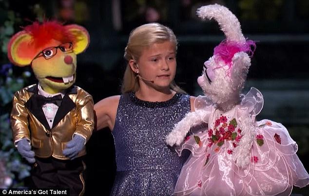 Cô bé hài hước trình diễn bằng rối lên ngôi Quán quân Americas Got Talent - Ảnh 2.