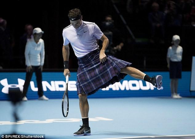 ẢNH: Ngộ nghĩnh Roger Federer mặc váy đối đầu với Andy Murray - Ảnh 3.