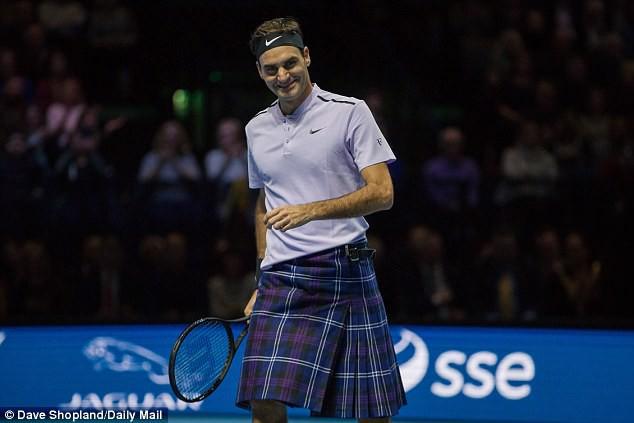 ẢNH: Ngộ nghĩnh Roger Federer mặc váy đối đầu với Andy Murray - Ảnh 4.