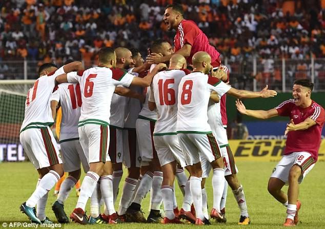 Kết quả bóng đá thế giới rạng sáng 12/11: Căng thẳng các trận play-off vòng loại World Cup 2018 - Ảnh 1.