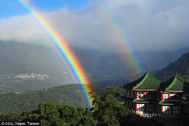 Cầu vồng kỷ lục kéo dài gần 9 giờ ở Đài Loan, Trung Quốc - Ảnh 2.