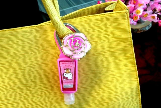 Là một cô nàng chu đáo, bạn không thể thiếu những thứ này trong túi xách - Ảnh 2.