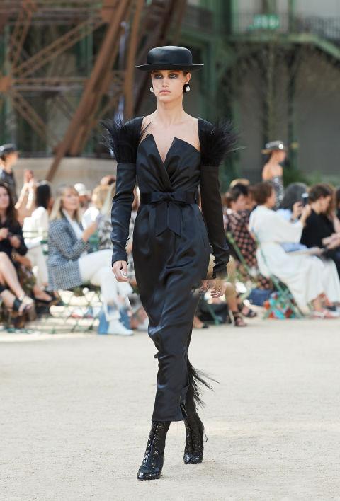 Chanel mang tháp Eiffel lên sàn diễn thời trang cao cấp - Ảnh 8.