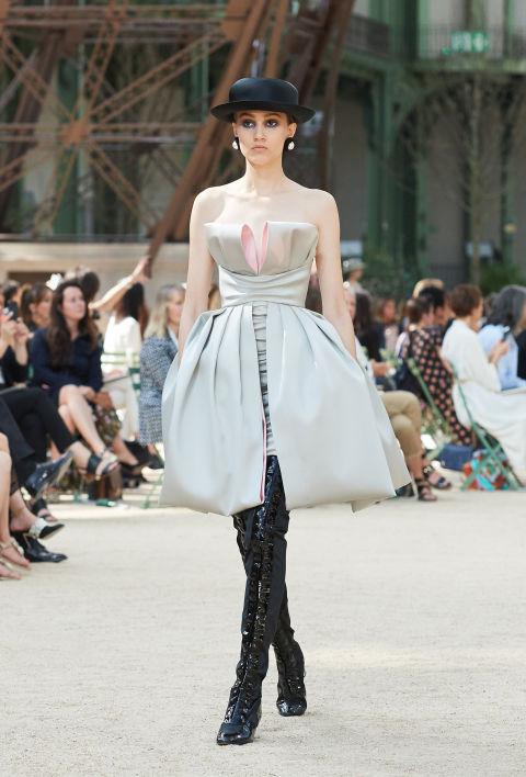 Chanel mang tháp Eiffel lên sàn diễn thời trang cao cấp - Ảnh 7.
