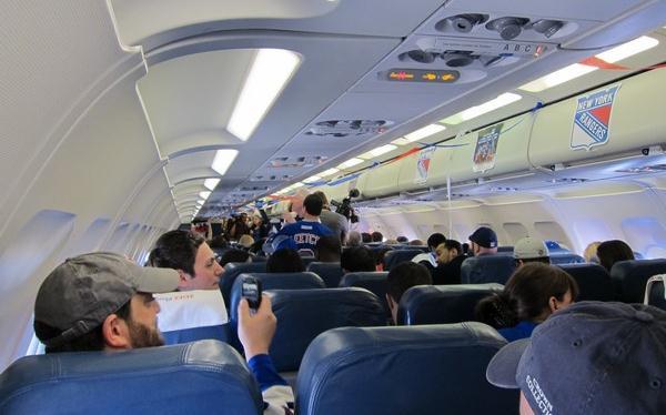 Những kiểu người ai cũng hết hồn trên mỗi chuyến bay - Ảnh 6.
