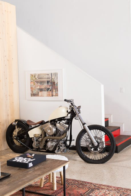 Độc đáo garage được hô biến thành nhà ở siêu đẹp - Ảnh 6.