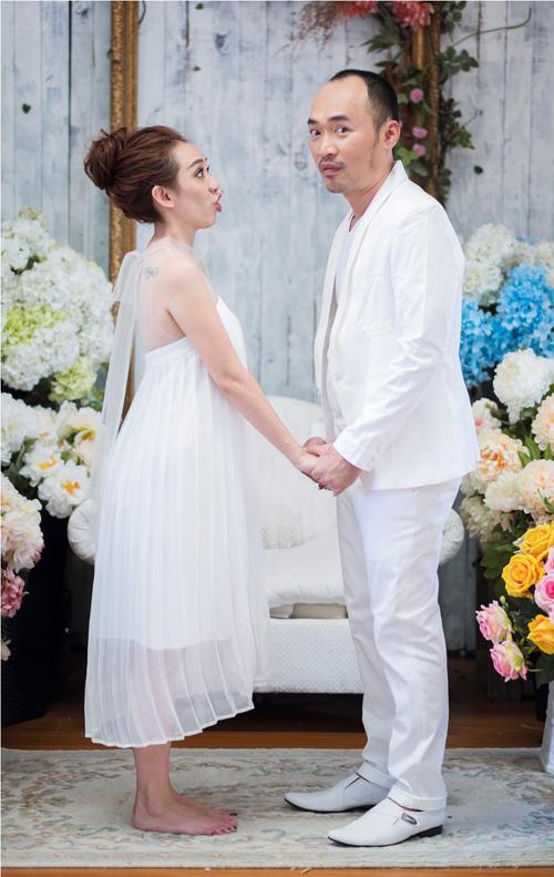 GK Biệt tài tí hon lộ diện trong bộ ảnh hài hước kỷ niệm 6 năm ngày cưới - Ảnh 1.