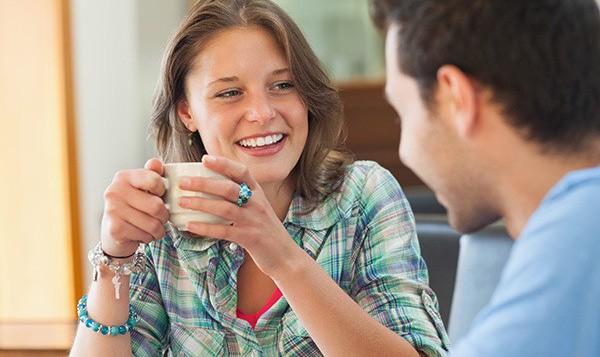 Những dấu hiệu nhận biết chàng muốn quan hệ bạn bè tiến thêm bước nữa - Ảnh 4.
