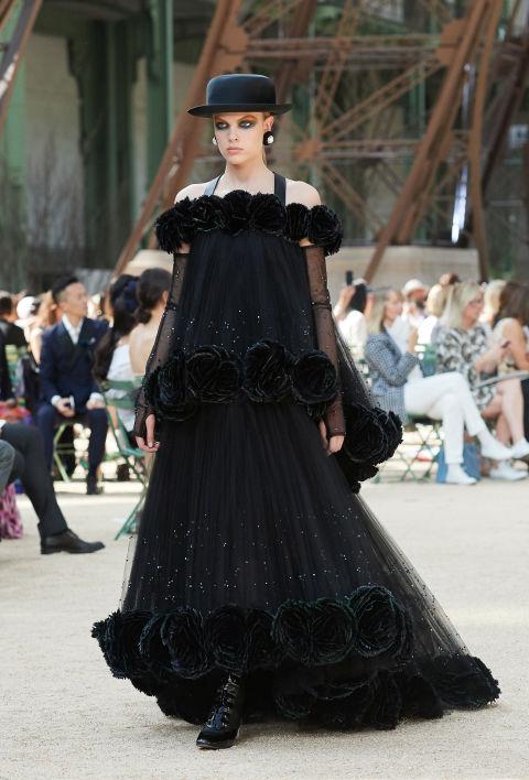 Chanel mang tháp Eiffel lên sàn diễn thời trang cao cấp - Ảnh 4.