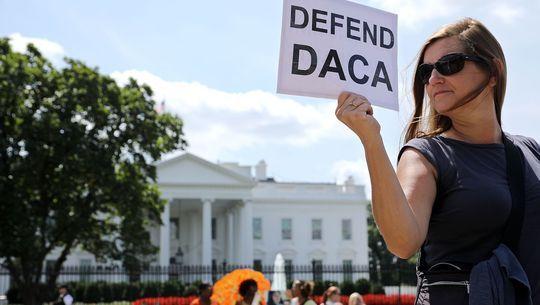 Bác bỏ DACA: Tổng thống Trump tiếp tục đập bỏ di sản của ông Obama? - Ảnh 2.