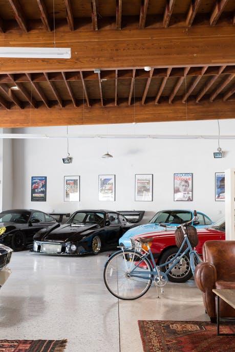 Độc đáo garage được hô biến thành nhà ở siêu đẹp - Ảnh 7.