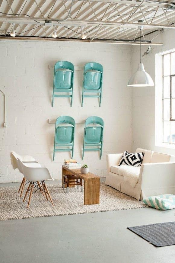 Trang trí tường nhà vừa ấn tượng vừa tiện dụng trong không gian nhỏ - Ảnh 1.