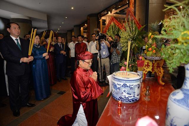 Chủ tịch nước cùng kiều bào dâng hương tưởng niệm các vua Hùng - Ảnh 1.